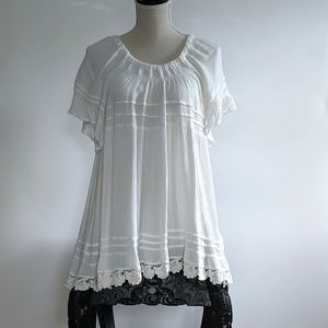 EUC Boho peasant top with lace